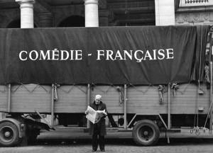 1970 Parigi - al Palais Royal - foto di Mario Dondero